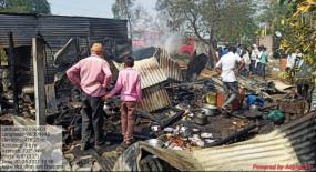 गैस सिलेंडर फटने से लगी आग ,दो मकानों का सामान जलकर खाक