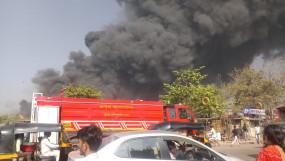 कबाड़ के गोदाम में लगी भीषण आग, सोमैया का दावा - माफिया की करतूत