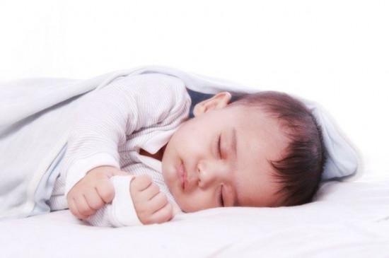 अगर आप भी है अपने बेबी के रात में न सो पाने की आदत से परेशान हैं, तो करें यह उपाय