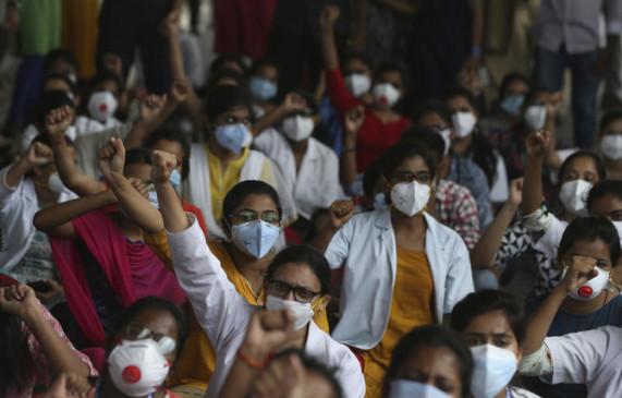 महज 18 दिन में 41 लाख लोगों को लगा कोरोना टीका, अमेरिका-ब्रिटेन से आगे निकला भारत