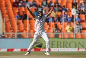 Ind Vs Eng 3rd Test: अक्षर-अश्विन की फिरकी के आगे दूसरे दिन ही अंग्रेजों ने टेके घुटने, 10 विकेट से जीता भारत
