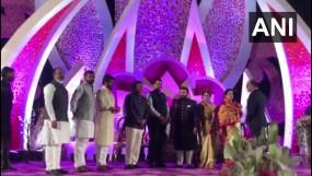 महाराष्ट्र: पुणे की VVIP शादी समारोह में कोविड-19 नियम तोड़ने पर FIR, पवार-फडणवीस भी मौजूद थे