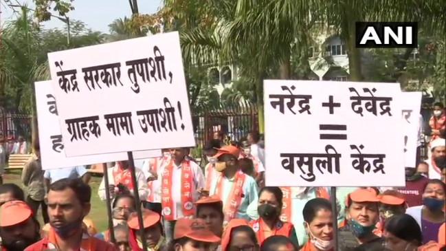 महाराष्ट्र: पेट्रोल-डीजल की बढ़ती कीमतों के खिलाफ विरोध प्रदर्शन, शिवसेना ने दिया नारा 'नरेंद्र+ देवेंद्र=वसूली केंद्र'