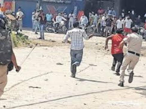 महाराष्ट्र :  देवलाली कैम्प में पथराव, दो पुलिस कर्मी घायल