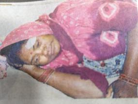 दरवाजा खटखटाकर लूट लिया महिला का मंगलसूत्र, विरोध करने पर किया चाकू से हमला