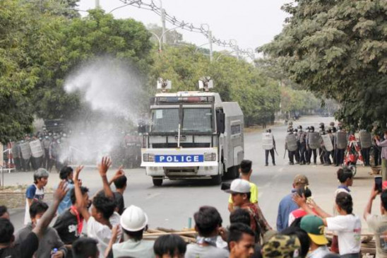 म्यांमार: सेना ने तख्तापलट को लेकर प्रदर्शन कर रहे लोगों पर फायरिंग की, दो लोगों की मौत और 20 घायल