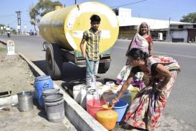 दो दिन मेें एक बार दे रहे पानी - सप्लाई के लिए टैंकर का सहारा , गाडिय़ां कम
