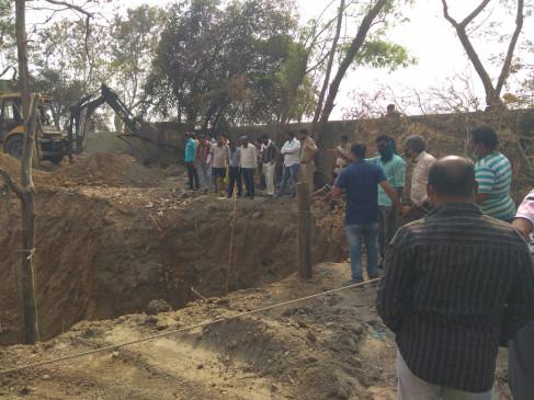 भंडारा में कुआं गहराईकरण करते वक्त मिट्टी धंसी, मजदूर की मौत