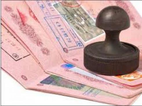 पासपोर्ट पर गलत तारीख दर्शाने खुद ही लगा दिया स्टैंप, वापसी में महिला एयरपोर्ट पर हुई गिरफ्तार