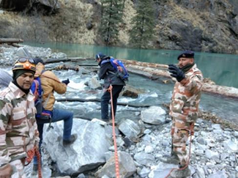 उत्तराखंड त्रासदी : बचाव दल का खोज अभियान अभी भी जारी, ग्लेशियर से बनी झील के निरीक्षण के लिए अब 2 टीमें और पहुंचीं