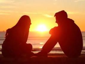 Valentine day : बहुत पहले से उन क़दमों की आहट जान लेते हैं, तुझे ऐ ज़िंदगी हम दूर से पहचान लेते हैं...