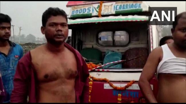 बंगाल में हिंसा: भाजपा प्रदेश अध्यक्ष दिलीप घोष के काफिले पर पेट्रोल बम से हमला, BJP और TMC ने एक-दूसरे पर लगाए आरोप