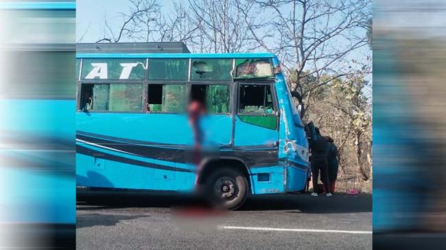 दर्दनाक हादसा: 11 साल की तमन्ना ने बस की खिड़की से उल्टी के लिए निकाला सिर, ट्रक की टक्कर से धड़ से अलग हुआ