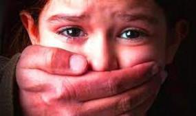 बच्ची के साथ रेप की कोशिश-मिन्नतों के बाद दर्ज हो सका मामला, अधेड़ उम्र के आरोपी की पुलिस को तलाश