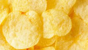 Aloo Chips: बाजार जैसे क्रिस्पी और स्वादिष्ट चिप्स बनाएं, जानें सीक्रेट रेसिपी