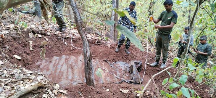 बालाघाट: जंगल से विस्फोटक सहित नक्सल डंप बरामद