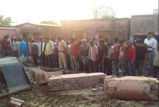 बिहार: खगड़िया में सरकारी स्कूल की दीवार गिरी, 6 मजदूरों की मौत, 3 की जान बचाई, 3 लापता