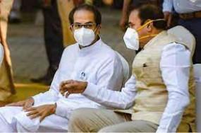 शिवसेना का आरोप - अधिकारियों से सांठगांठ कर महाराष्ट्र में राष्ट्रपति शासन लगवाना चाहती है भाजपा