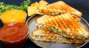 Breakfast: 5 मिनट में बनाएं चीजी वेज सैंडविच, जानें आसान रेसिपी