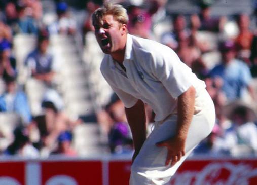 बल्लेबाज को बोल्ड करने के बाद इस मशहूर गेंदबाज ने दी मैदान पर गालियां, लगा था भारी जुर्माना, दर्शकों ने की हूटिंग