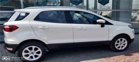 Ford Ecosport SE डीलरशिप हुई स्पॉट, कंपनी ने किए ये खास बदलाव