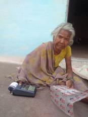 जबलपुर में प्रारम्भ हुई मुख्यमंत्री आशीर्वाद योजना - दो दिनों में आठ सौ से अधिक बुजुर्ग एवं दिव्यांगों को घर जाकर बांटा राशन
