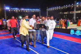 हादसा: तेलंगाना के सूर्यापेट में जूनियर राष्ट्रीय कबड्डी चैंपियनशिप उद्घाटन से मैच से पहले स्टेडियम की अस्थाई गैलरी गिरी, 50 से ज्यादा लोग घायल