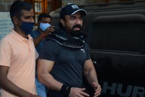 NCB ने किया एजाज खान को गिरफ्तार, एक्टर ने कहा- घर में थी डिप्रेशन की 4 गोलियां