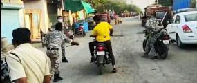 लॉकडाउन में अब मनमानी नहीं, फिजूल घूम रहे लोगों पर पुलिस ने बरसाए डंडे