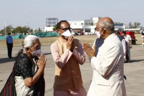 भारतीय वायुसेना के विमान द्वारा राष्ट्रपति ने नई दिल्ली किया प्रस्थान