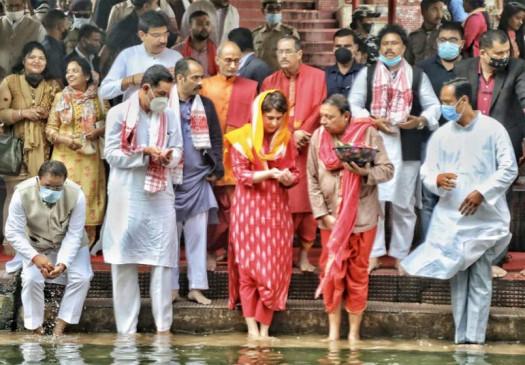 प्रियंका गांधी पहुंची असमः मां कामाख्या के दर्शन कर की चुनावी दौरे की शुरुआत