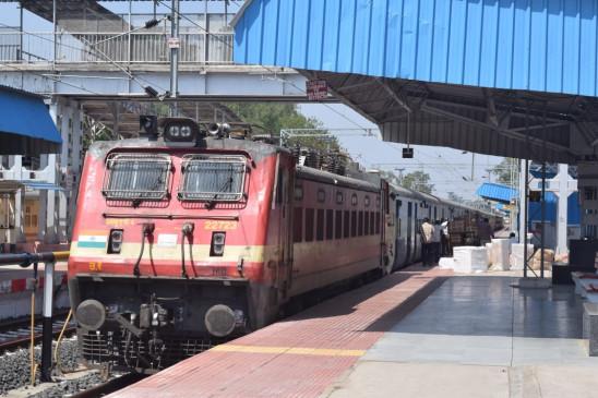 आज शाम जबलपुर-चांदाफोर्ट सुपरफास्ट नई ट्रेन को रेल मंत्री दिखाएँगे हरी झंडी