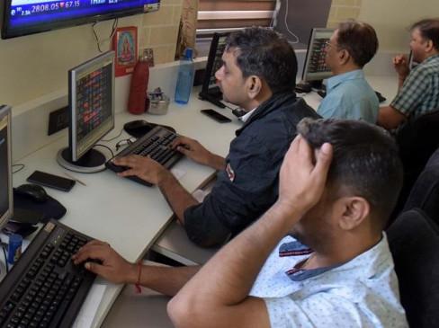 शेयर बाजार में लगातार चौथे सत्र में गिरावट, सेंसेक्स 562 अंकर गिरकर बंद हुआ