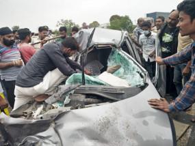 नेशनल हाईवे पर भीषण हादसा, 3 की मौत, 1 गंभीर - आगे चल रहे ट्रक में घुसी जबलपुर से नागपुर जा रही कार