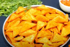 Snacks: सिर्फ 3 आलू से बनाएं ढेर सारे क्रिस्पी नमकपारे, जानें आसान रेसिपी