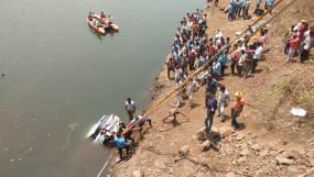 25 फीट ऊंचे पुल से नर्मदा में गिरी कार, दो की मौत