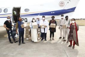 शासकीय विमान से जबलपुर पहुँचे रेमडेसिवीर इंजेक्शन के 39 बॉक्स