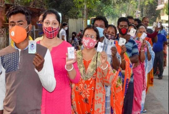बंगाल चुनाव : चौथे चरण में हिंसक घटनाओं के बीच 76 फीसदी मतदान