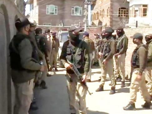नौगाम में बीजेपी के वरिष्ठ नेता के घर पर आतंकी हमला, एक पुलिस कॉन्स्टेबल शहीद