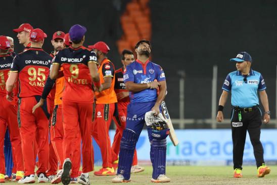 DCvsRCB: दिल्ली को एक रन से हराकर पॉइंट टेबल में टॉप पर पहुंची बेंगलुरु, आखिरी ओवर में 14 रन नहीं बना पाए पंत और हेटमायर
