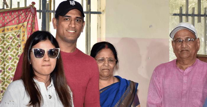 धोनी के माता और पिता कोरोना पॉजिटिव, रांची के अस्पताल में कराया गया भर्ती