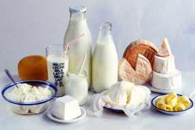 दूध के साथ इन 5 चीज़ों का नहीं करें सेवन, बिगड़ सकती हैं तबीयत