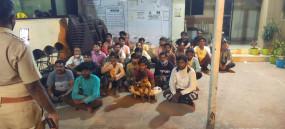 फर्जी कोरोना सर्टिफिकेट से जा रहे थे गुजरात, महाराष्ट्र की सीमापार करने की कोशिश में पकड़े गए 20 यात्री