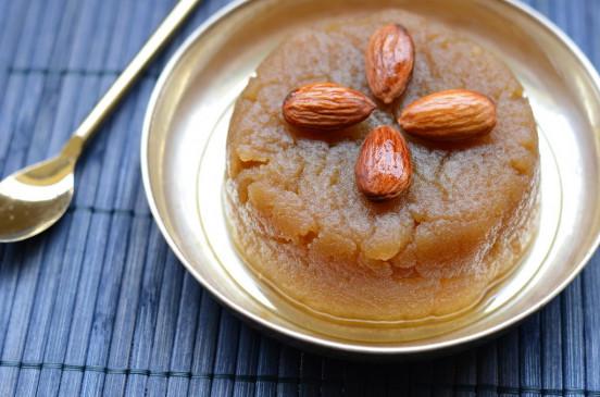 Halwa: इस विधि से बनाएं आटे का हलवा, नहीं भूल पाएंगे स्वाद