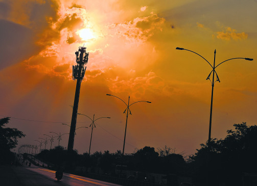 नागपुर में तेज धूप के बीच हो सकती है  गरज-चमक के साथ हल्की बारिश