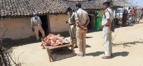 धारदार हथियार से गला रेतकर महिला की हत्या -चेहरे पर भी कई वार किए, अर्धनग्न हालत में मिली लाश