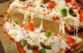 Pizza: घर पर बनाएं ब्रेड चीज बर्स्ट पिज्जा, नहीं भूल पाएंगे स्वाद