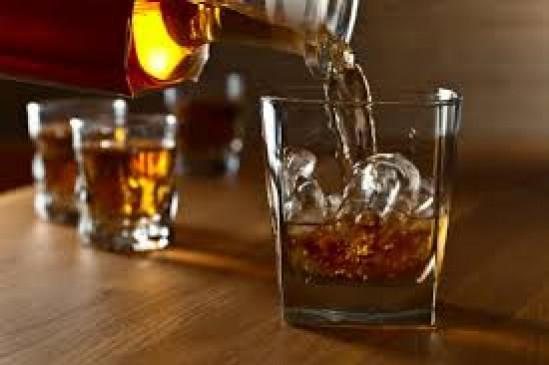 लॉकडाउन में देसी-विदेशी शराब बेचने वालों को पुलिस ने दबोचा
