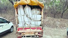 बैन लगे सुगंधित तंबाकूकी तस्करी करने वालों को पुलिस ने पकड़ा, 4.40 लाख का माल जब्त