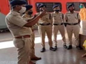 बांद्रा की घटना की पुनरावृत्ति को लेकर सावधान है पुलिस